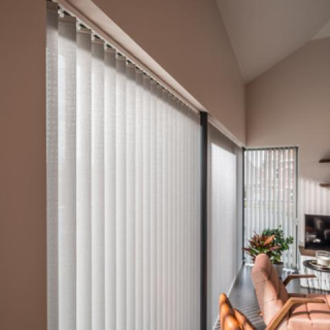 Vertical synthetic blinds for privacy