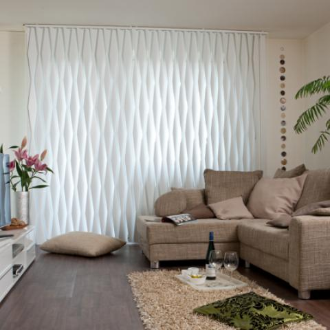 Serrated vertical blinds