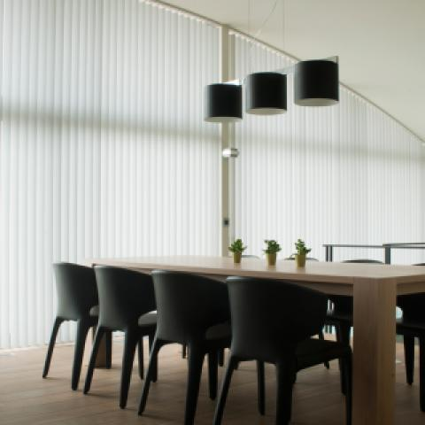Curved vertical synthetic blinds